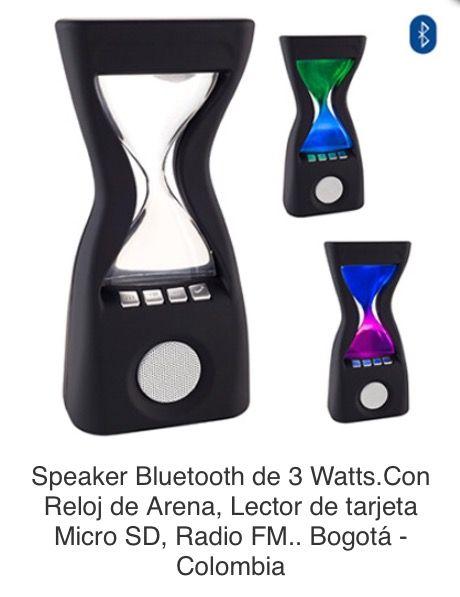 Speaker Bluetooth de 3 Watts. Con Reloj Decorativo Tipo Reloj de Arena, Lector de tarjeta Micro SD, Radio FM. Compatible con Dispositivos Bluetooth. Funciona También como Manos Libres. Acabado en Caucho, Led con Cambio de Colores Tipo de Producto: IMPORTADO  Medidas: 8.5 cm ancho x 20 cm alto x 5.8 cm largo. Área de Marca: 4 cm ancho. Técnica de Marca: Tampografía Colores Disponibles: Negro.