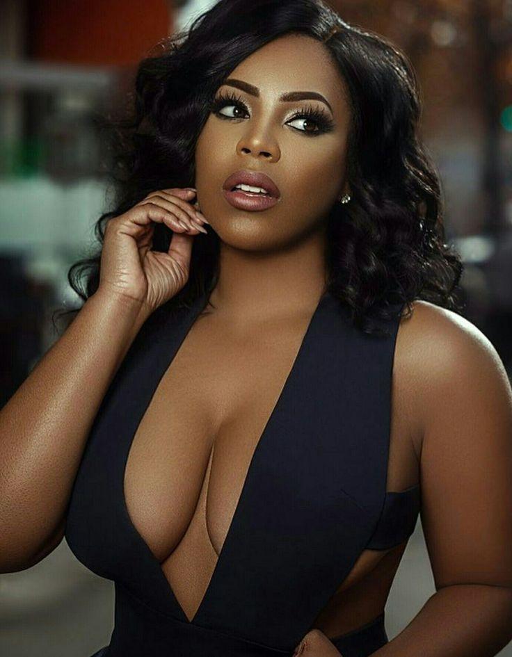 ebony-cleavage-pics