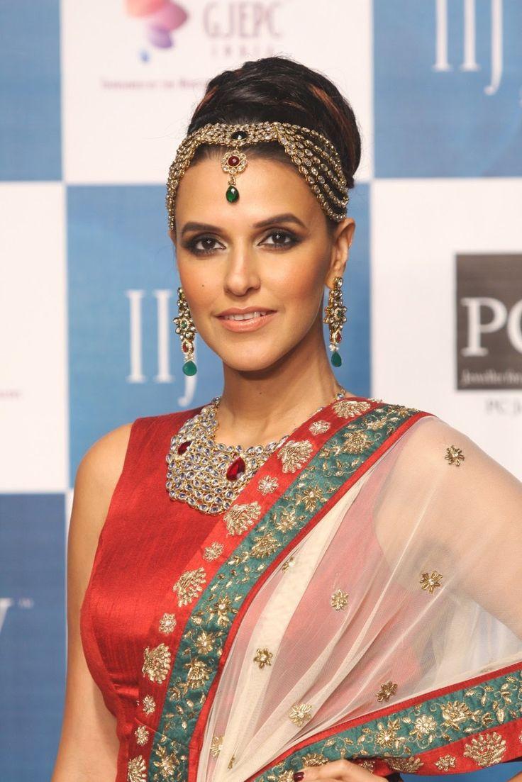 Neha Dhupia Showstopper for Gitanjali Jeweller at IIJW 2013.