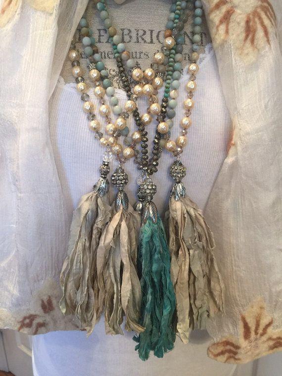 Beachy boho glam sari seda azul aqua de diversión borla mano anudada versátil collar de piedras preciosas por MarleeLovesRoxy