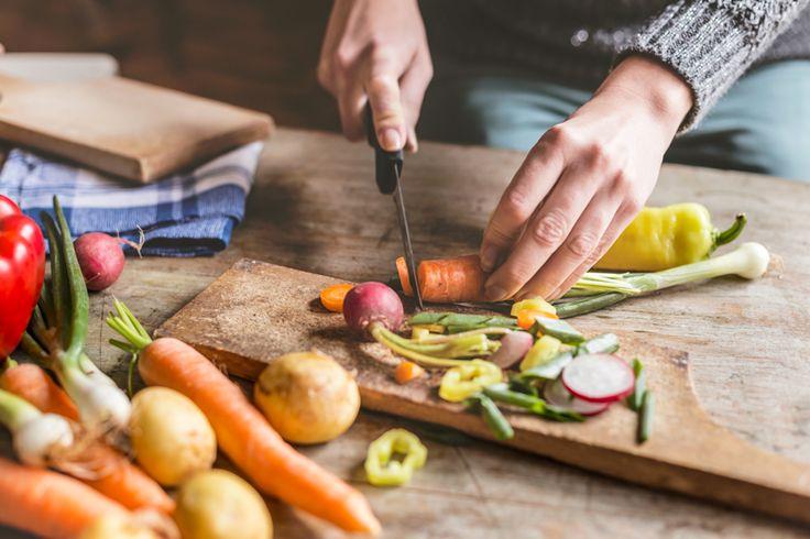 Cuisiner en suivant les principes du régime hypotoxique, sans gluten et sans produits laitiers, c'est le défi que relève au quotidien Marie-France Thivierge!
