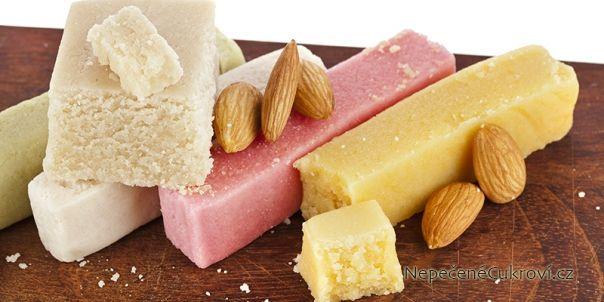 Z marcipánu můžete vytvořit nejen oblíbené figurky a cukroví, ale hodí se i na potahování dortů. Podívejte se na recept na pravý marcipán z mandlí a na domácí marcipán ze sušeného mléka.