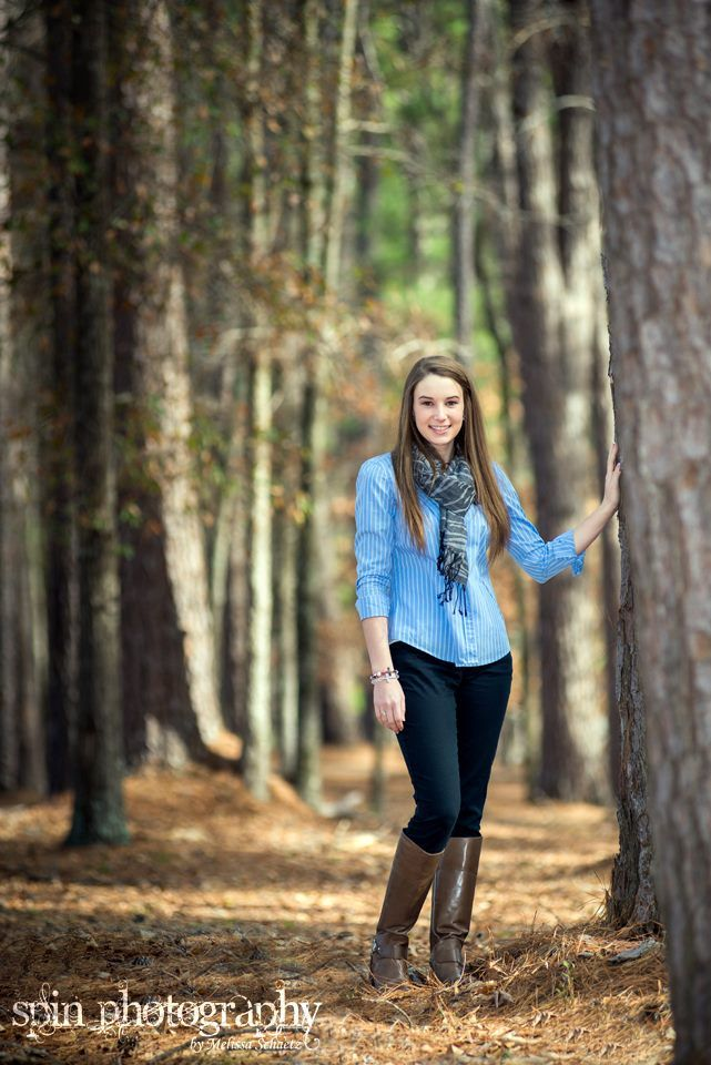 Spin Photography by Melissa Schaetz | Outdoor female senior portrait in wooded park.  Beautiful natural pose and young lady.