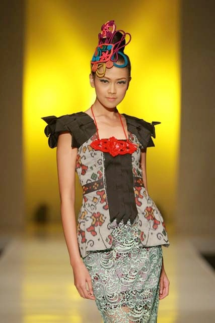 Lenny Agustin: where tradition and pop collide (Indonesia FW)