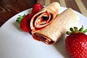 Sweet Strawberry Roll-ups recipe - @Felicia Carter (GoGrahamGo.com)