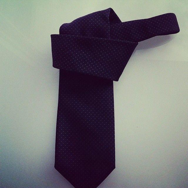 Our pin dot Kensington seven fold necktie #sevenfold #italianmade #handmadeinitaly #italiantie #mensstyle #menswear #mensfashion #style #fashion #ties #suits #suitandtie