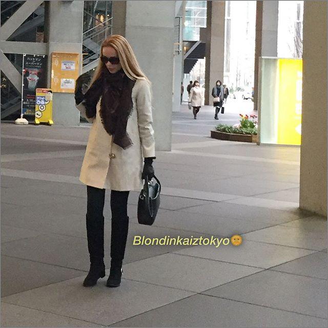 ☔️Завтра ждём весну🌞 и наконец то убираем сапоги 👢👢!!!📍Токио #аутфит #лук #образдня #весна 📸снимок от папарацци , поэтому 'позу принять' не успела 😅😂😜#blondinkaiztokyo ✨  хорошего всем дня 😘