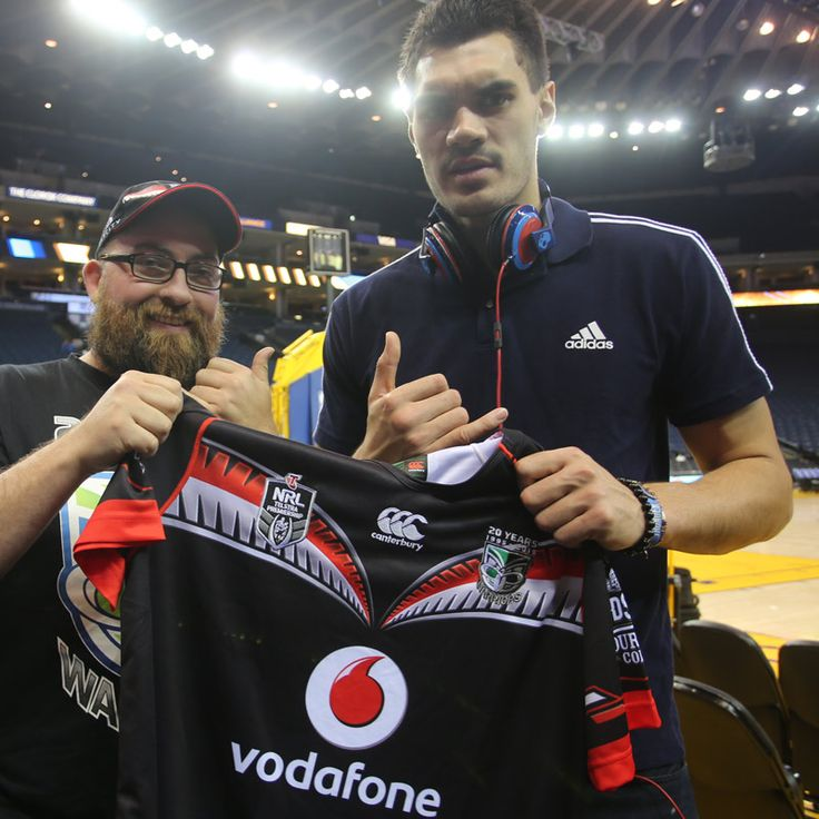 Steven Adams presented with a 2015 Vodafone Warriors jersey #WarriorsForever #Basketball #NBA #Warriors #NewZealand #OKC #Thunder  #StevenAdams
