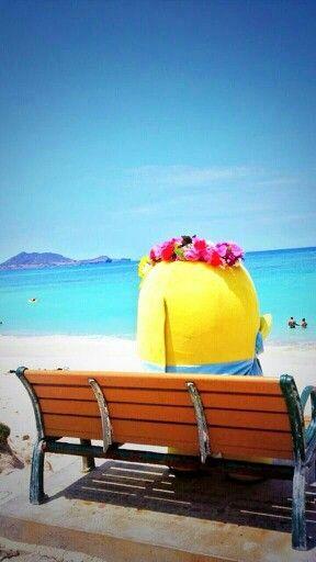 Funassyi (ふなっしー) taking a holiday on the beach in Hawaii. Ocean, sky, pear.