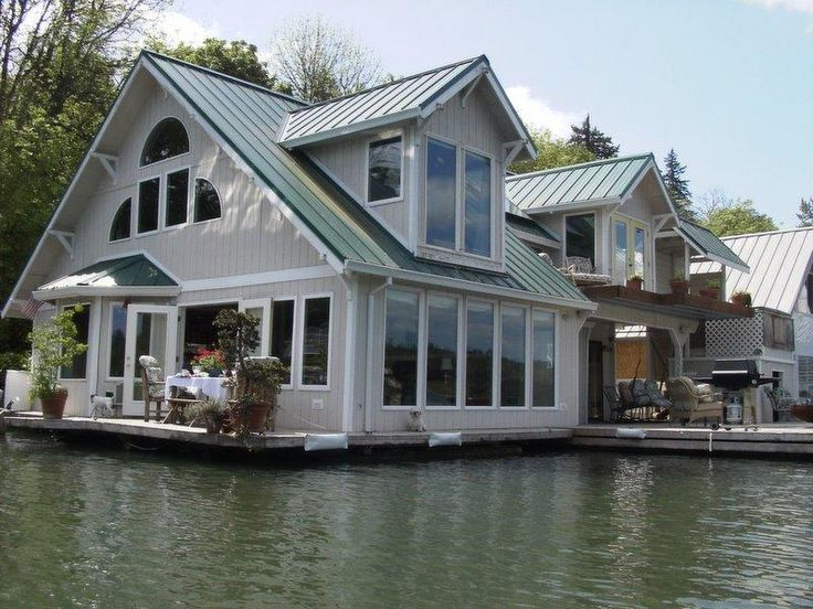 Floating cottage vacation rental in portland floating for Floating homes portland