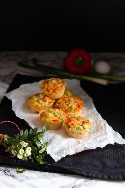 Eier Muffins Soeben ausprobiert mit: •6 Eiern •1 Tomate •1 Zwiebel •4 Scheiben •Hähnchenbrust  •Pfeffer und Salz  •20 Minuten bei 200C Grad Ober- und Unterhitze  • 6er Silikon Muffinform  sehr lecker und schnell gemacht