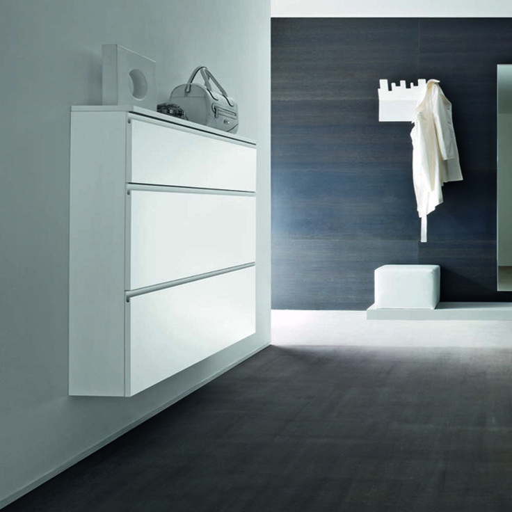 Italian design shoe cabinet 'Line'. High quality materials, resistant and durable product. Great for every room