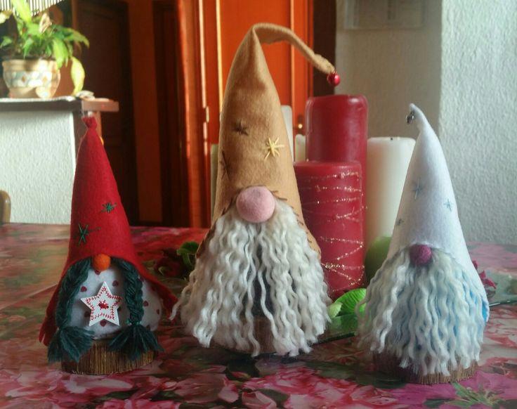 Gnometti in pannolenci con base in legno