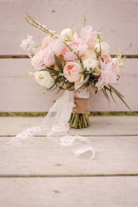 Blühender Frühling: Eine rustikal-romantische Hochzeitsinspiration – // Wedding photos