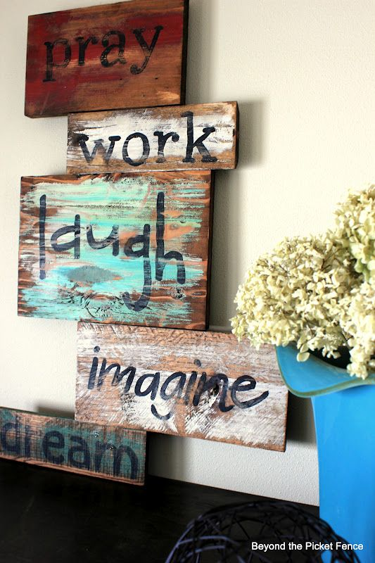 Gotta find some pallets!: Pallets Wall, Pallets Signs, Picket Fence, Pallet Ideas, Pallets Ideas, Wood Pallets, Pallets Projects, Diy Pallets, Rustic Wood Signs