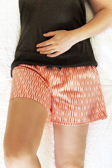 Hier etwas Schlichtes, Einfaches zum Anziehen, was man Samstagnachmittags noch fertig kriegt: Shorts für den Sommer!