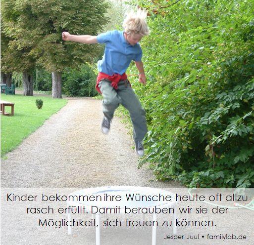 Kinder bekommen ihre Wünsche heute oft allzu rasch erfüllt. Damit berauben wir sie der Möglichkeit, sich freuen zu können. Jesper Juul • familylab.de