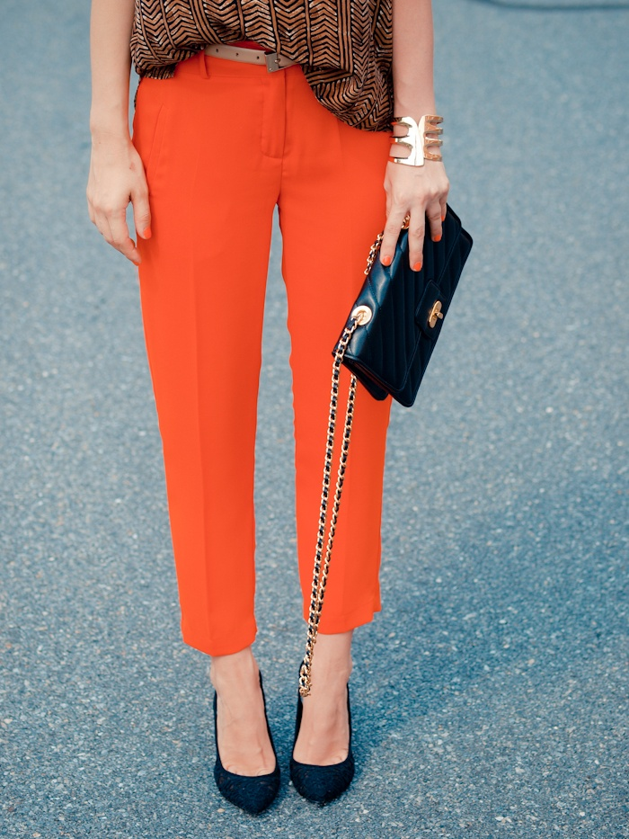 we love a good colored pant: Colored Pants, Style These Pants, Fashion, Ankle Pants, Coloured Pant, Orange Pant, Trouser Pants, Bright Pants