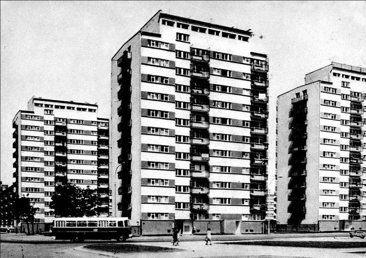 """Skrzyżowanie Bielicowej i Łanowej (Teofilów A). Rok 1972/1973. Na skanie widoczny autobus linii """"B"""""""