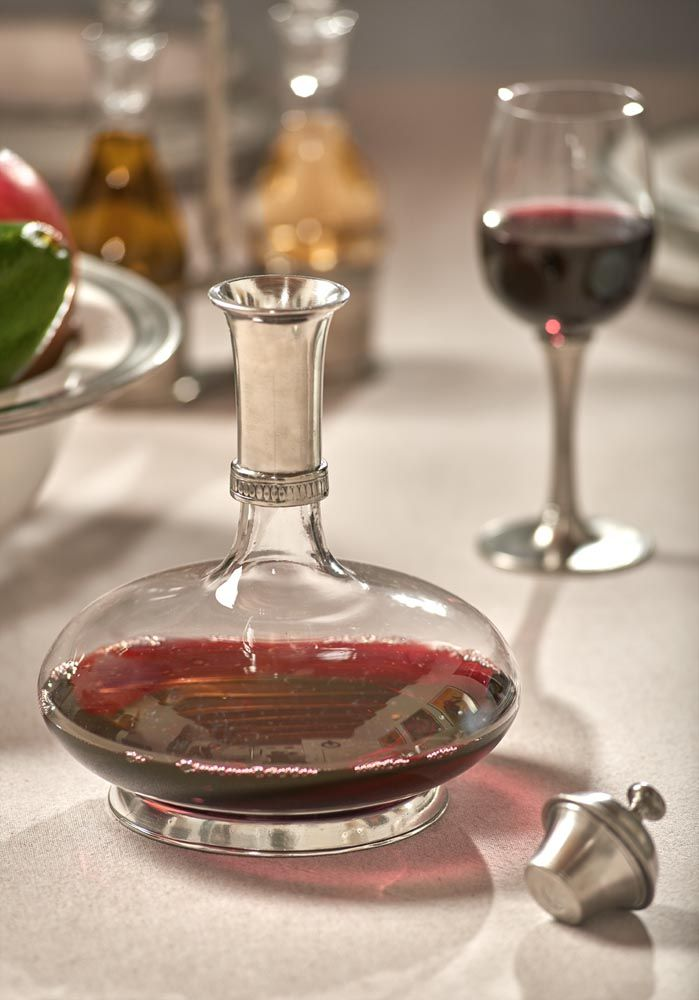 Pewter & Glass Decanter with Top - Diameter: 18 cm (7,1″) - Height: 24 cm (9,4″) - Food Safe Product - #wine #decanter #top #pewter #glass #vino #peltro #vetro #tappo #wein #dekanter #zinn #glas #étain #etain #verre #décanteur #peltre #tinn #олово #оловянный #tableware #dinnerware #drinkware #table #accessories #decor #design #bottega #peltro #GT #italian #handmade #made #italy #artisans #craftsmanship #craftsman #primitive #vintage #antique