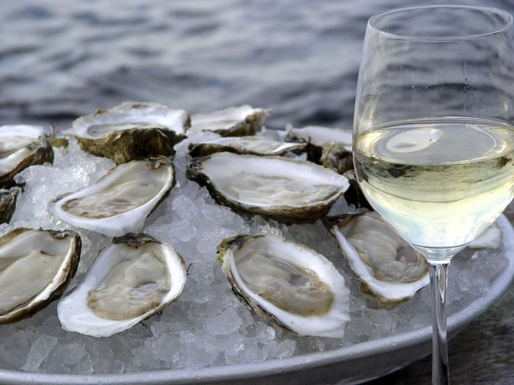 How to Easily Pair Your Wine and Oysters - http://forknplate.com/2015/06/03/how-to-easily-pair-your-wine-and-oysters/ #Alcohol