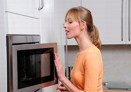 8 usages insoupçonnés du micro-ondes