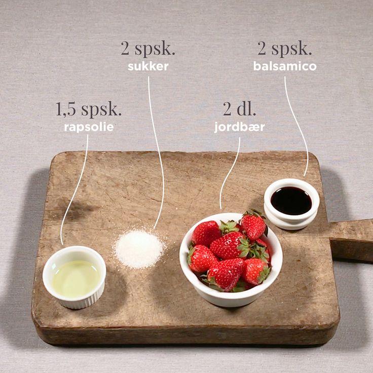 De søde danske jordbær topper netop nu, så det gælder om at spise så mange som muligt 🍓Forkæl din sommersalat med en jordbær-balsamico, der gør salaten smuk og lækker at spise 😋 #pillivuyt #foodinspo #recipe #summer