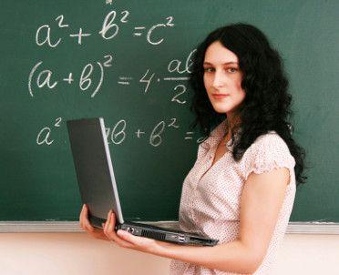 Statystyczny polski nauczyciel ma 42 lata i jest kobietą