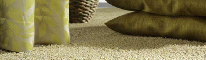 Het doet me denken aan zand en dat vind ik mooi in ons idee.