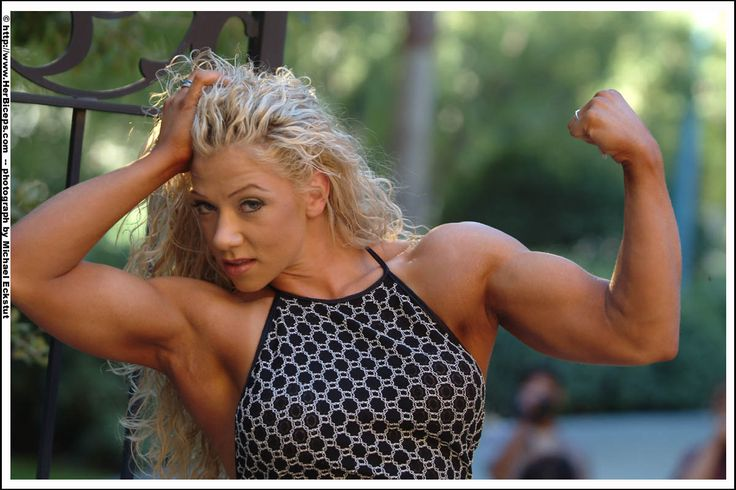 Blonde Bodybuilderin zeigt starken Bizeps! Muskelaufbau bei gleichzeitigem Fettabbau - möglich mit MK-677!