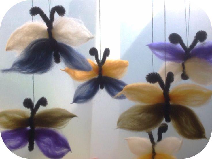 Von bunten Schmetterlingen, umgaukelt, geschmeichelt, geküsst … (Wilhelm Busch) Soweit passt das Gedicht des alten Busch ja zu den Schmetterlingen, die ich am Sonntag gebastelt habe. Sie sind…