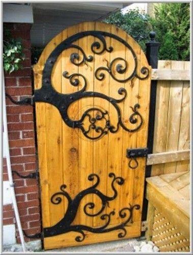 What a great garden door~! It has a hobbit-like peephole.