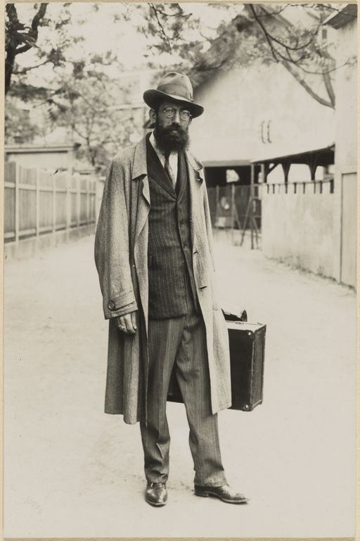[Carnival magician (Jahrmarkt-Zauberer)]; August Sander (German, 1876 - 1964); about 1925 - 1930; Gelatin silver print; 17.8 x 11.7 cm (7 x 4 5/8 in.); 84.XM.126.330; Copyright: © J. Paul Getty Trust