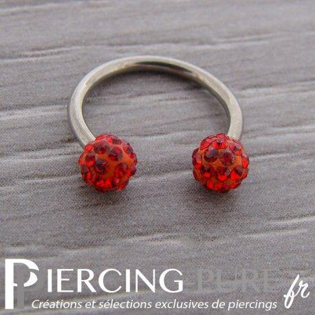 Fer à Cheval Titane Multi-Cristaux rouges https://piercing-pure.fr/p/723-fer-a-cheval-titane-multi-cristaux-rouges.html #piercing #anneau #titane