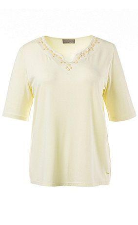 70462461 - shirt. Shirt met plaatjes aan de hals en halflange mouwen. Type: classic. materiaal: 95% viscose, 5% elastaan. Aan de maat aangepaste lengte ca. 68 - 76 cm. De rand van de hals kan je ook gebruiken om te borduren