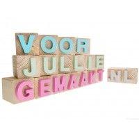 Blokletters per blok 2,95 euro. Kijk op www.voorjulliegemaakt.nl