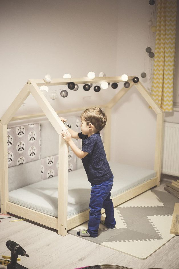Kinderbett aus Massivholz in Form eines Haus, Kinderzimmer einrichten / decorate the nursery: wooden bed for children in shape of a house made by Benlemi via DaWanda.com