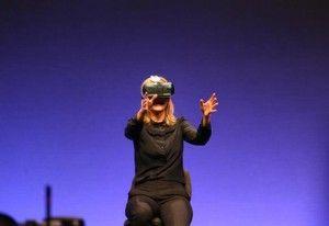 """Може ли виртуалната реалност да пребори проблемите със зрението? Кати Блайц е жена, която е сляпа от 11-годишна възраст. Нейното състояние се нарича """"болестта на Старгард"""" и представлява..."""