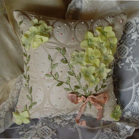 элегантный подушку