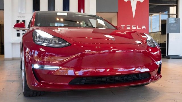 Meet The Guy Selling Wireless Tech To Steal Luxury Cars In Seconds Tesla S Tesla Electric Car Tesla Owner