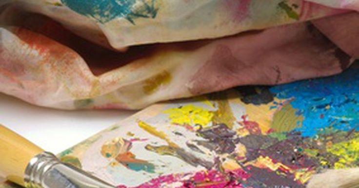 Você pode pintar em couro com tinta em spray?. Artigos de vinil e de plástico podem facilmente ser pintados com tintas em spray e observado o efeito nessas superfícies. Couro, por outro lado, precisa de um pouco mais de atenção. Sim, couro pode ser pintado, mas não com tintas spray regulares. Couro requer limpeza especial e preparo antes de ser pintado com tinta especializada para o couro. ...