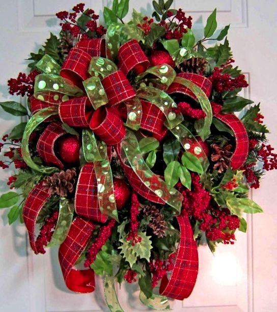 Christmas wreath ToniKami Ðℯck Ʈհe HÅĿĿs  DYI crafts Christmas decorations Red & green