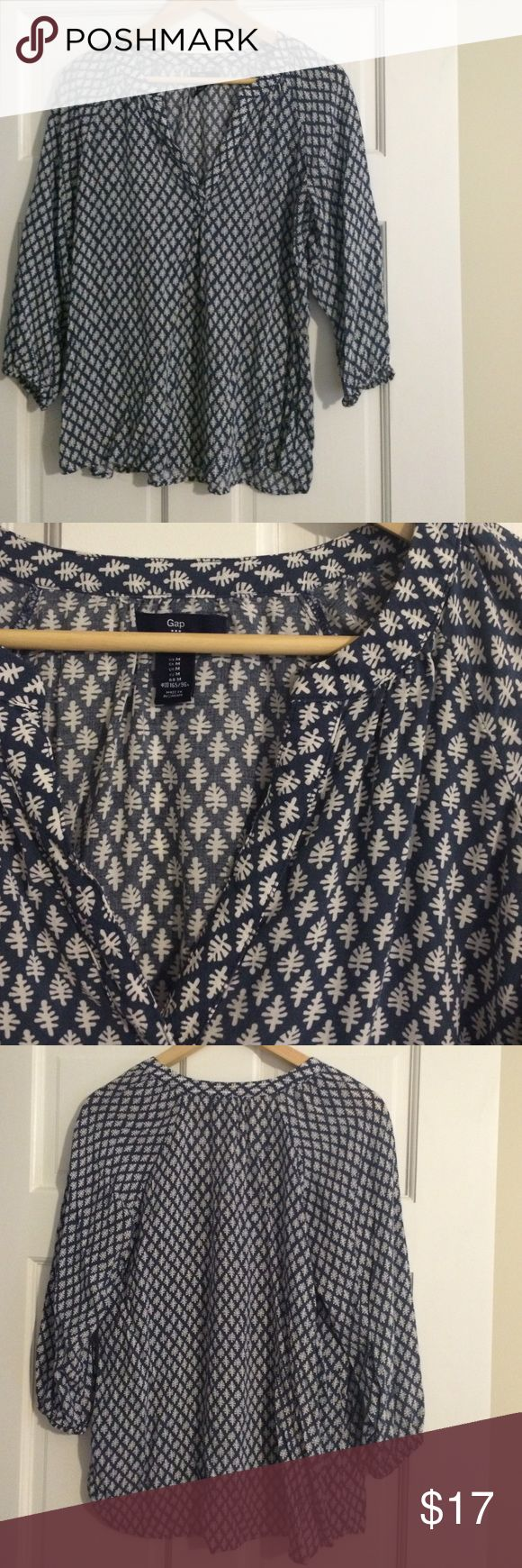 Gap 3/4 Sleeve Split Neck Blouse Gap 3/4 sleeve blouse, blue with white pattern, split neck, slightly curved hem, elastic at sleeves, slightly longer in back, super cute, great condition! GAP Tops Blouses