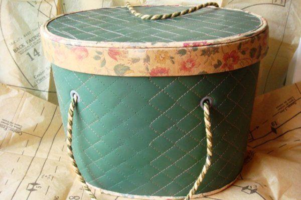 I love old hat boxes :)