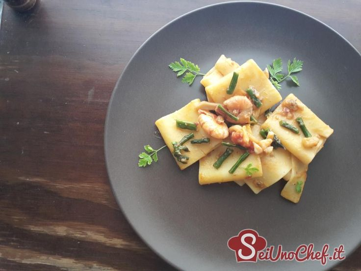 Paccheri con asparagi e frutti di mare