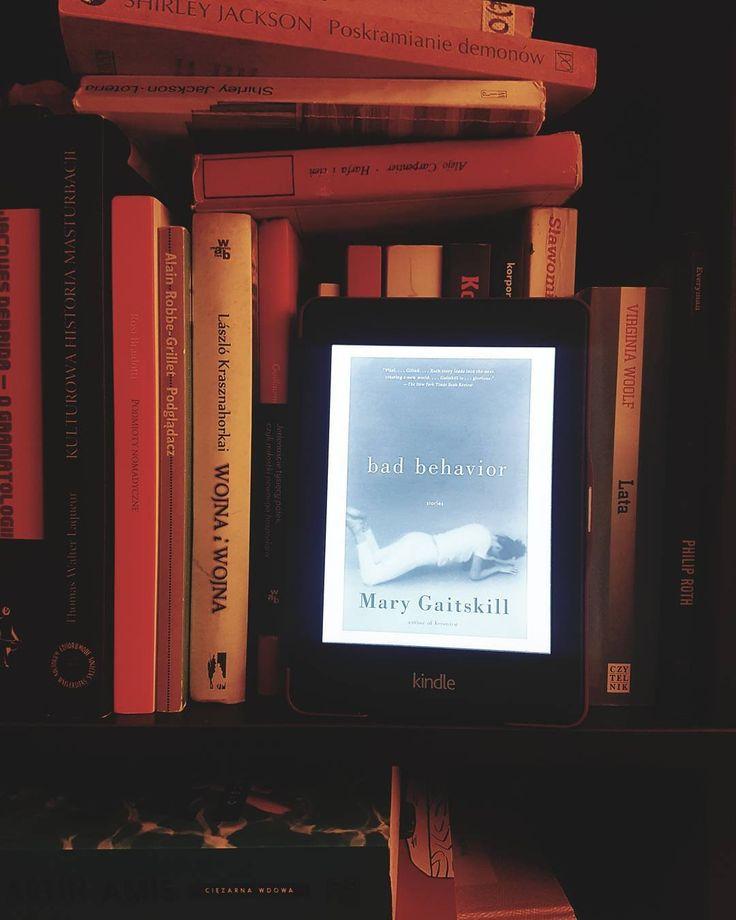 """Czytam """"Bad behavior"""" Mary Gaitskill czyli 9 opowiadań pełnych seksu. Na podstawie jednego z nich nakręcono """"Sekretarkę"""" (2002) z Maggie Gyllenhaal w roli tytułowej bohaterki  #czytam #terazczytam #książka #książki #vscopoland #vzcopoland #books #reading #czytanie #sexybooks #instagramczyta  #vscobooks  #bookworm  #bookish #booklover #instareads  #gaitskill #bdsm #wtorek"""