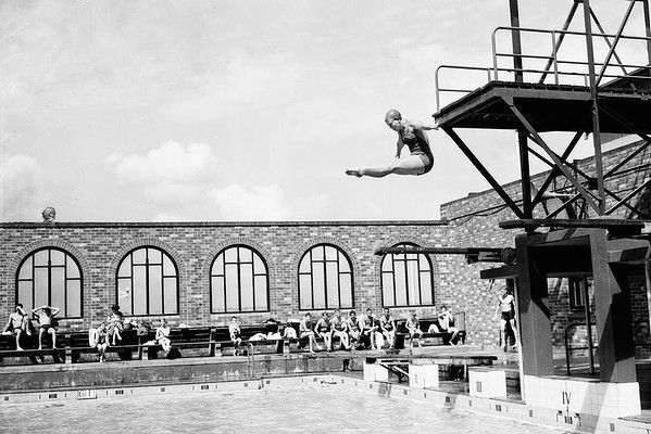Diving at North Sydney swimming pool in the 1950s.