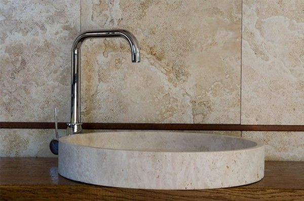 Lavabo rotondo in travertino da appoggio #pietredirapolano #travertino #lavabi #lavandini #pietranaturale