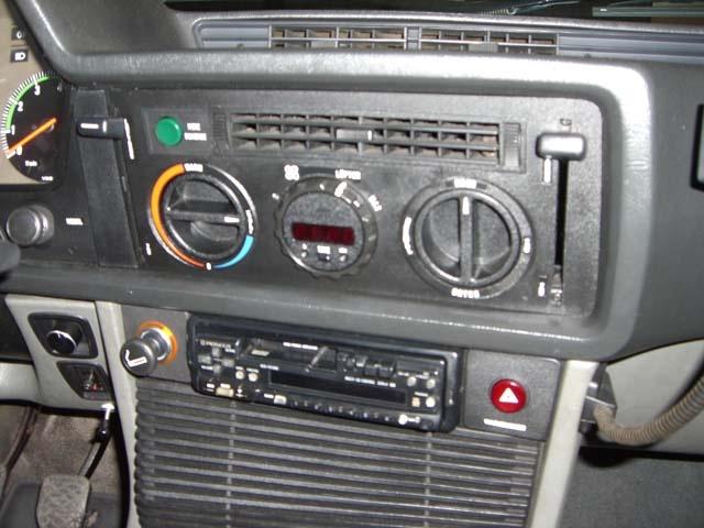 MARCA: BMW MODELO: 635 CSI CARACTERÍSTICAS: 3.500 C.C., 217 CV, AIRE ACONDICIONADO, DIRECCIÓN ASISTIDA, TECHO SOLAR ELÉCTRICO, TAPICERÍA DE CUERO, RADIO-CD, LLANTAS ALPINA + LLANTAS ORIGINALES, LAVAFAROS, ESPEJOS ELÉCTRICOS, FULL EQUIPE, 140.000 KMS. ORIGINALES, MATRÍCULA ORIGINAL (M), DOCUMENTACIÓN e ITV AL DÍA.  AÑO: 1980 PRECIO: 12.000.- €  MÁS INFORMACIÓN EN: http://antequeraclassic.com/bmw_635_csi.htm