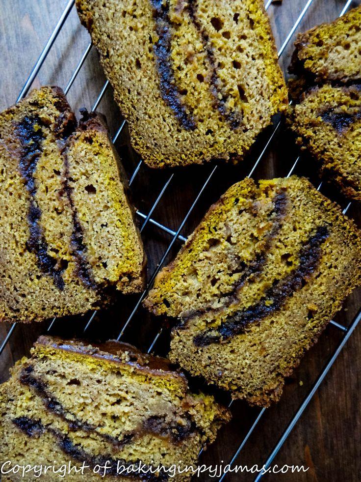 Pumpkin Spice Swirl Quickbread {GF} https://bakinginpyjamas.com/2016/09/13/pumpkin-spice-swirl-quickbread-gf-breadbakers/